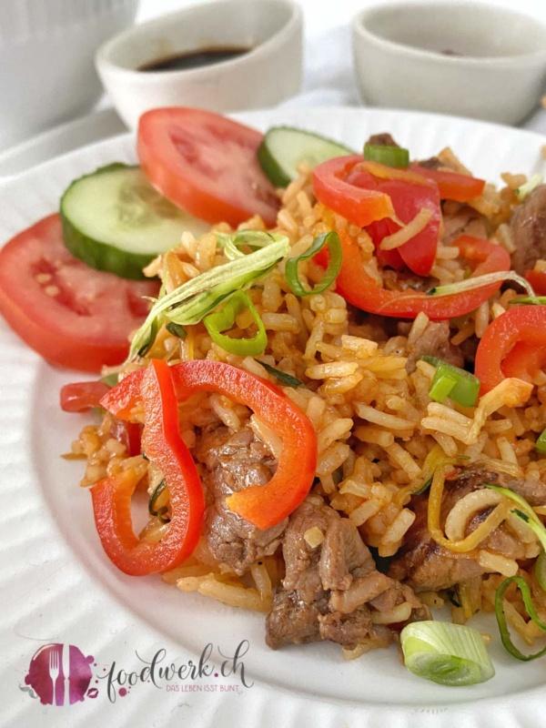 Chop Suey mit angebratenem Rindfleisch
