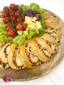 Appenzeller Pantli IGP Kranz mit Tomaten und Pantli