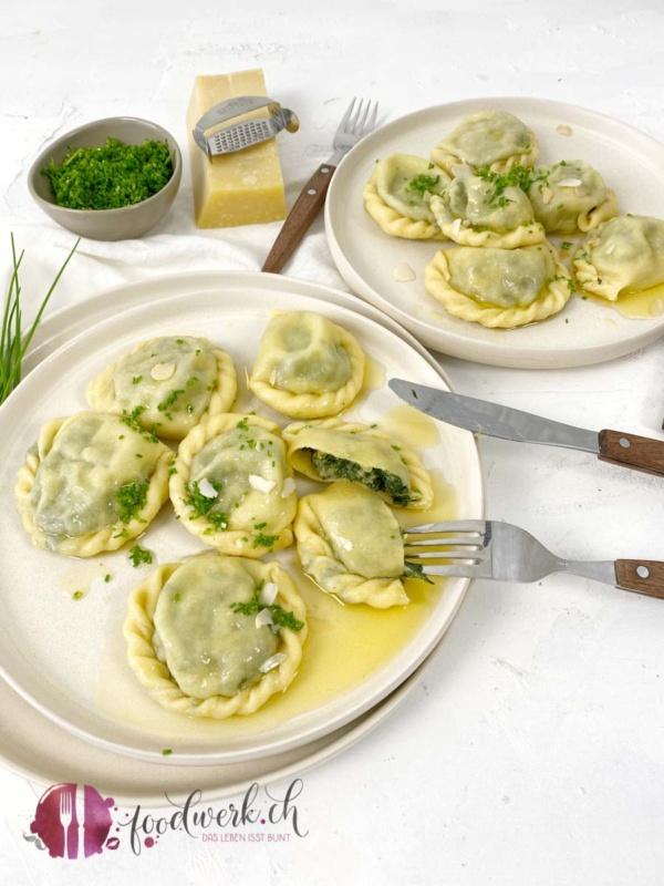 SChlutzkrapfen mit Spinat und brauner Butter