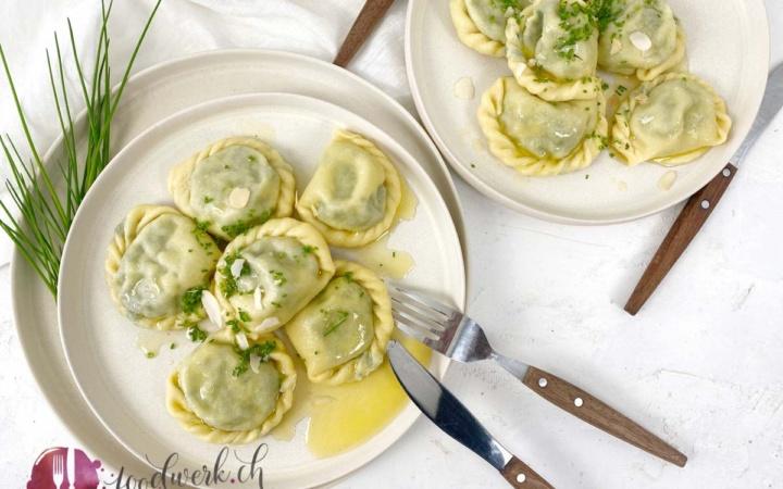 SChlutzkrapfen gefüllt mit Spinat und brauner Butter