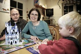 En glad familien Nielsen efter uvildig og tryg vejledning