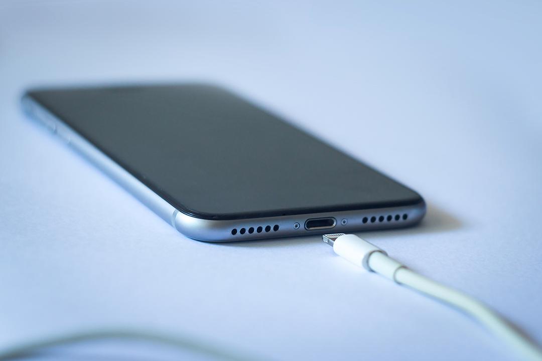 caricare batteria iphone