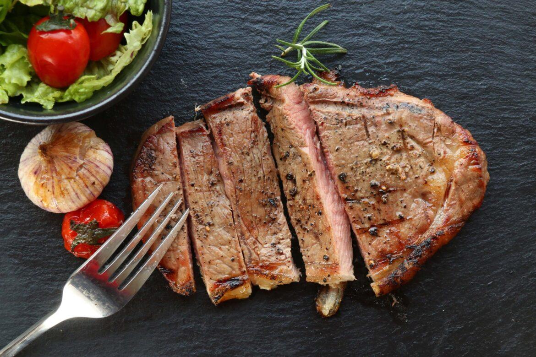 牛肉食譜|對比牛排教父鄧有癸、廚神戈登、赫斯頓·布魯門索牛排做法