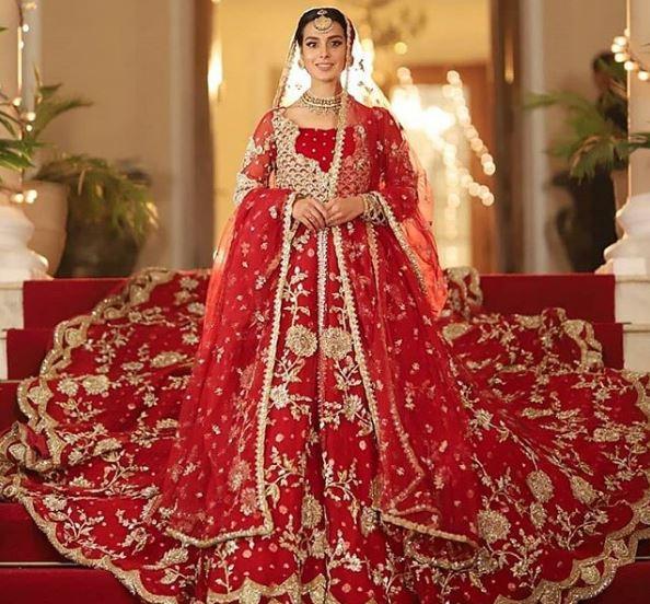 Iqra Aziz Dress Khuda Aur Mohabbat 3