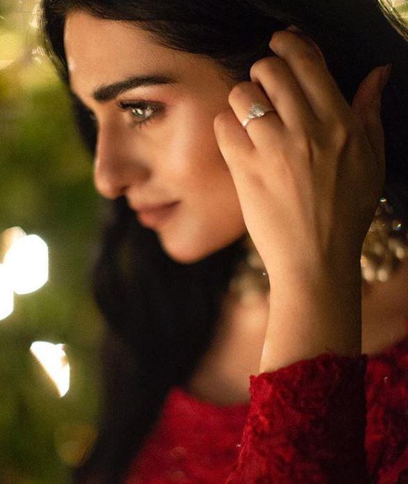 sarah khan engagement pics