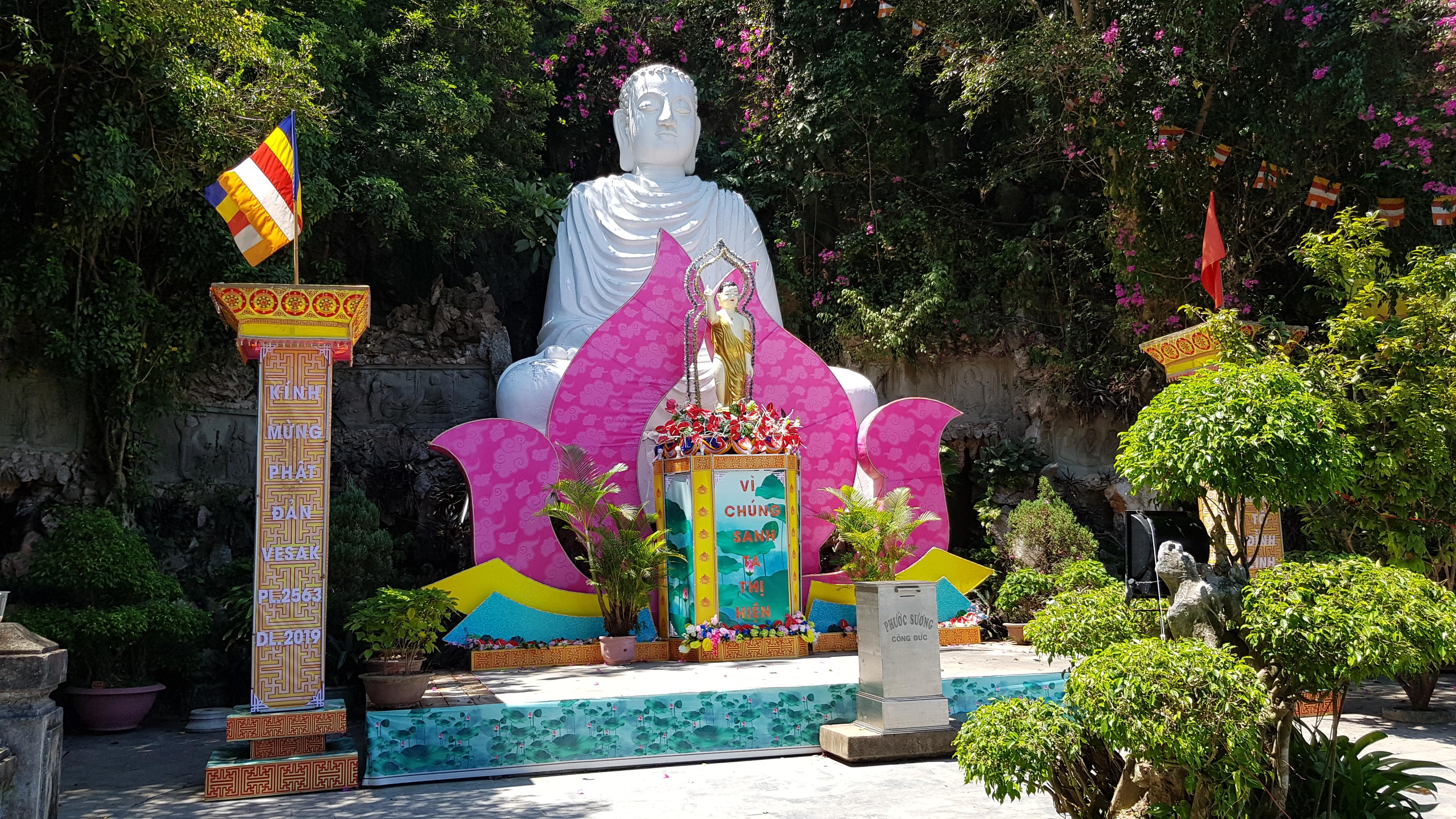 Hue to Da Nang: Buddha in Da Nang's Marble Mountains
