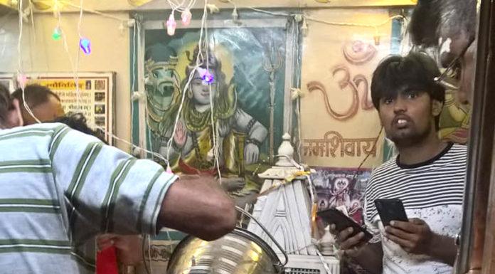 batuk bherav mandir me shiv ka sahastradhara abhishek