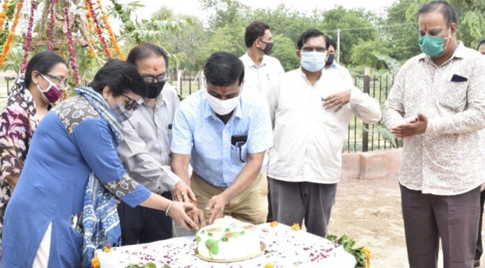 Dr. Purohit couple celebrated Happy Birthday of Peepal tree Pic 2