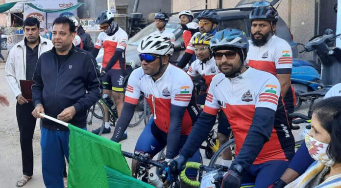 Road riders' cycle trip rally from Bikaner to Sujangarh