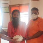 Yoga Guru Ramdev tasted the taste of Bikaneri Mishri Sitte1