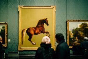 turistas en un museo