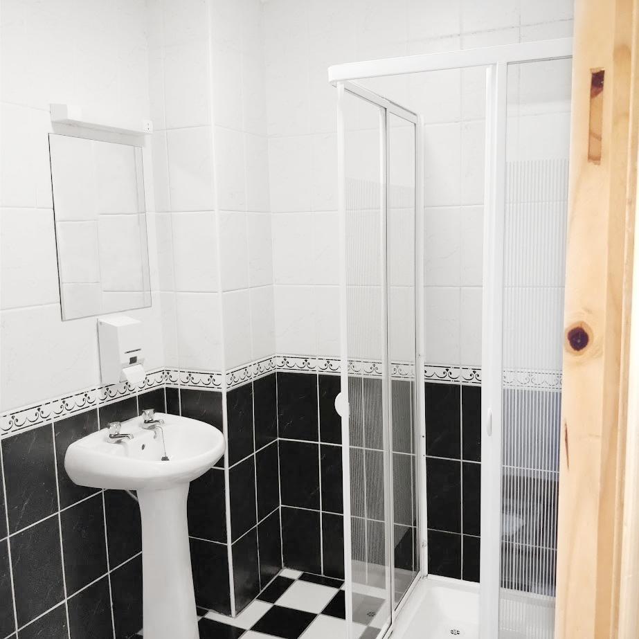 Typical en-suite bathroom at Aras GCC