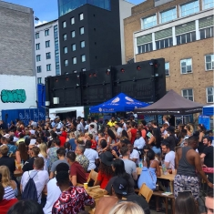 shoreditch market crowd