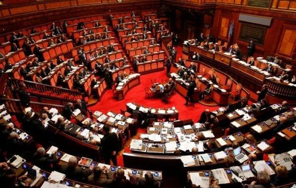 Il senato approva aumento tasse su bungo e giochi