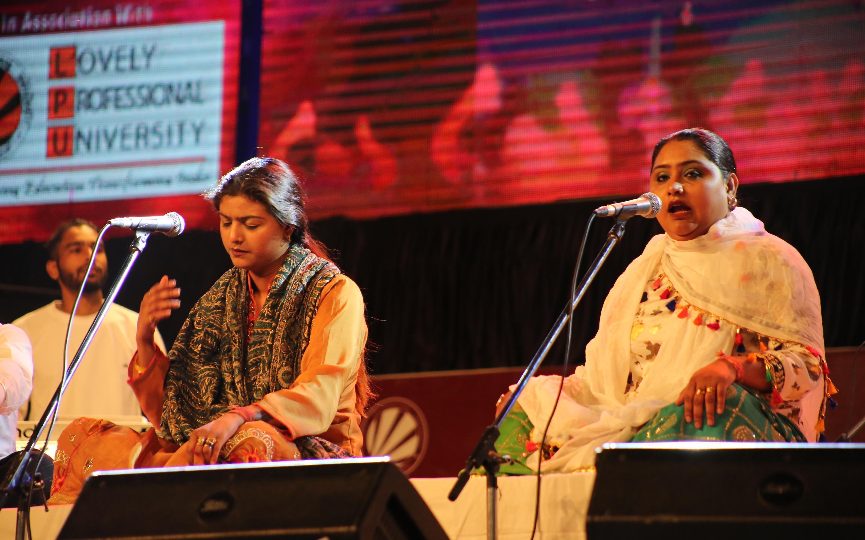 Nooran Sisters (4)