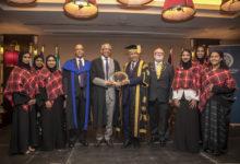 Photo of جامعة زايد تحتفل بتخرج خمس من طالباتها في  البرنامج الصيفي لكلية آل مكتوم للتعليم العالي باسكتلندا