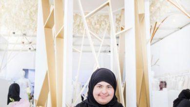 """Photo of """"قلادة"""" تسطع ببريق التحدّي والإرادة في معرض دبي للمجوهرات 263 قطعة تم تصنيعها حتى الآن بأنامل 19 طالبة مُبدعة"""