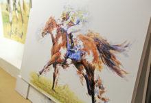 Photo of الأعمال الفنية المستوحاة من الفروسية تحقق نجاحاً كبيراً في معرض دبي الدولي للخيل