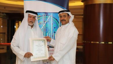 Photo of جائزة دبي الدولية للقرآن الكريم تكرم عبدالرزاق العبدالله لجهوده في خدمة الأنشطة الإجتماعية والإنسانية