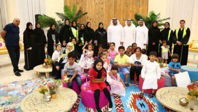 Photo of قيادات وموظفو الوزارة وكبار المواطنين والمتطوعين يشاركون الأيتام في إفطار جماعي