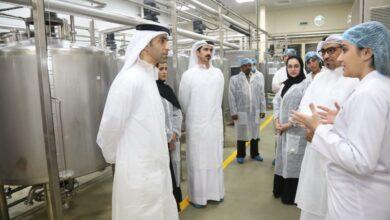 """Photo of وزير التغير المناخي والبيئة يزور """"مصنع الإمارات لإنتاج حليب الإبل ومشتقاته"""""""