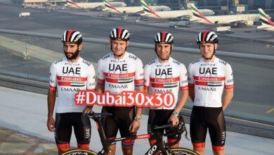 Photo of فريق دولة الإمارات للدراجات يعرض مهاراته في مقر مجموعة الإمارات