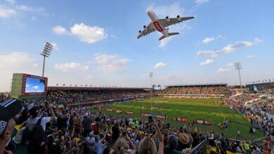 Photo of طائرة الإمارات A380 تفاجئ الجمهور بعبور أجواء ستاد السيفنز