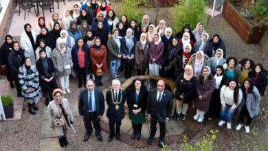 """Photo of عمدة مدينة """"دندي"""" يستقبل طالبات كلية آل مكتوم المشاركات في الدورة 29 للتعددية الثقافية"""
