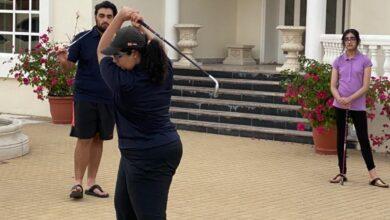 Photo of راشد وعلياء العمادي يتحدون كورونا بنقل ملعب الجولف إلى البيت