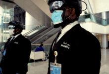 "Photo of ""العالمية للأمن"" تحقق السبق كأول مزود للخدمات الأمنية في الدولة يتبنى استخدام ""الخوذة الذكية"" للكشف عن إصابات كوفيد-19"