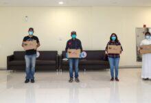 Photo of أسرة إماراتية تقدم 782 لاب توب تعليمي لخط الدفاع الأول بإسعاف دبي