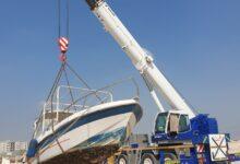 Photo of بلدية دبي تعزز نظافة الشواطئ والقنوات المائية بإزالة المراكب المهملة
