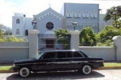 Apostólica en San José, embajada del Vaticano en Costa Rica. MERCEDES W123 LIMOUSINE TOURS.