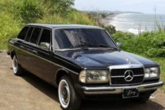COSTA RICA HERMOSA SURFING BEACH. MERCEDES 300D LANG W123