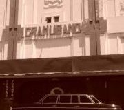 El Teatro Gran Líbano, esquina suroeste del cruce de avenida 7 y calle 10. COSTA RICA MERCEDES 300D LIMO.
