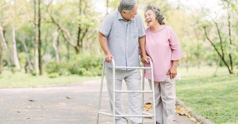 """รับมือ """"ผู้สูงอายุ"""" อย่างไรให้สบายใจทั้งสองฝ่าย"""