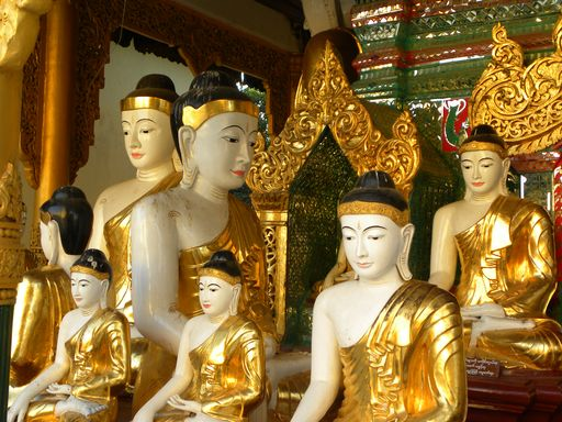 Swedigon temple Burma, images / statues of Buddha