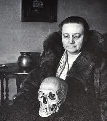 Dorothy with skull
