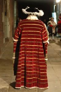 fashion blog 2 Henry red cloak