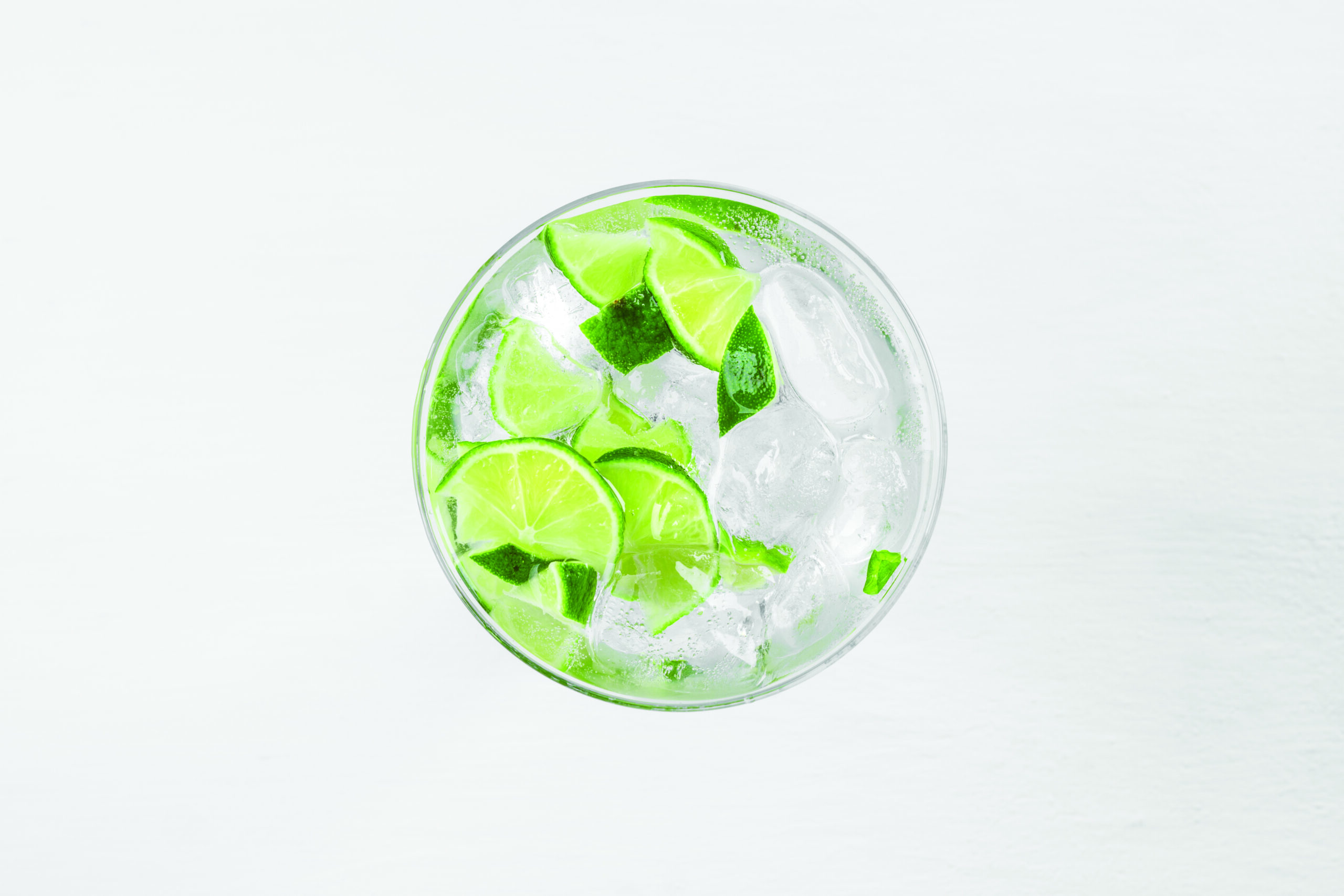 Fresh cocktail with lime slices