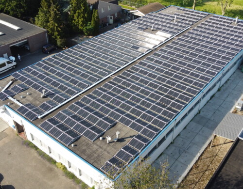 Zonnepanelen reduceren CO-2 uitstoot met 55%