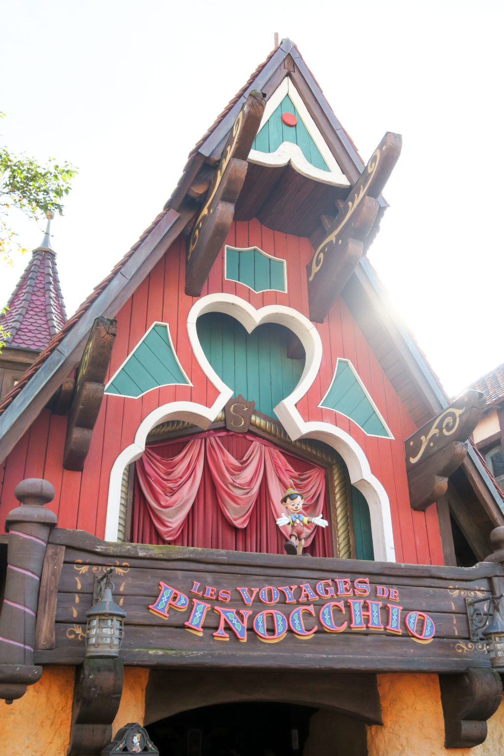 Disneyland Paris, Travel Diary & Blog by Rosie Andre (bad review, experience, rides, rollercoasters, castle, magic, magical, family holiday, scary, france, paris, europe, walt disney, studios, children, kids, summer, guide)