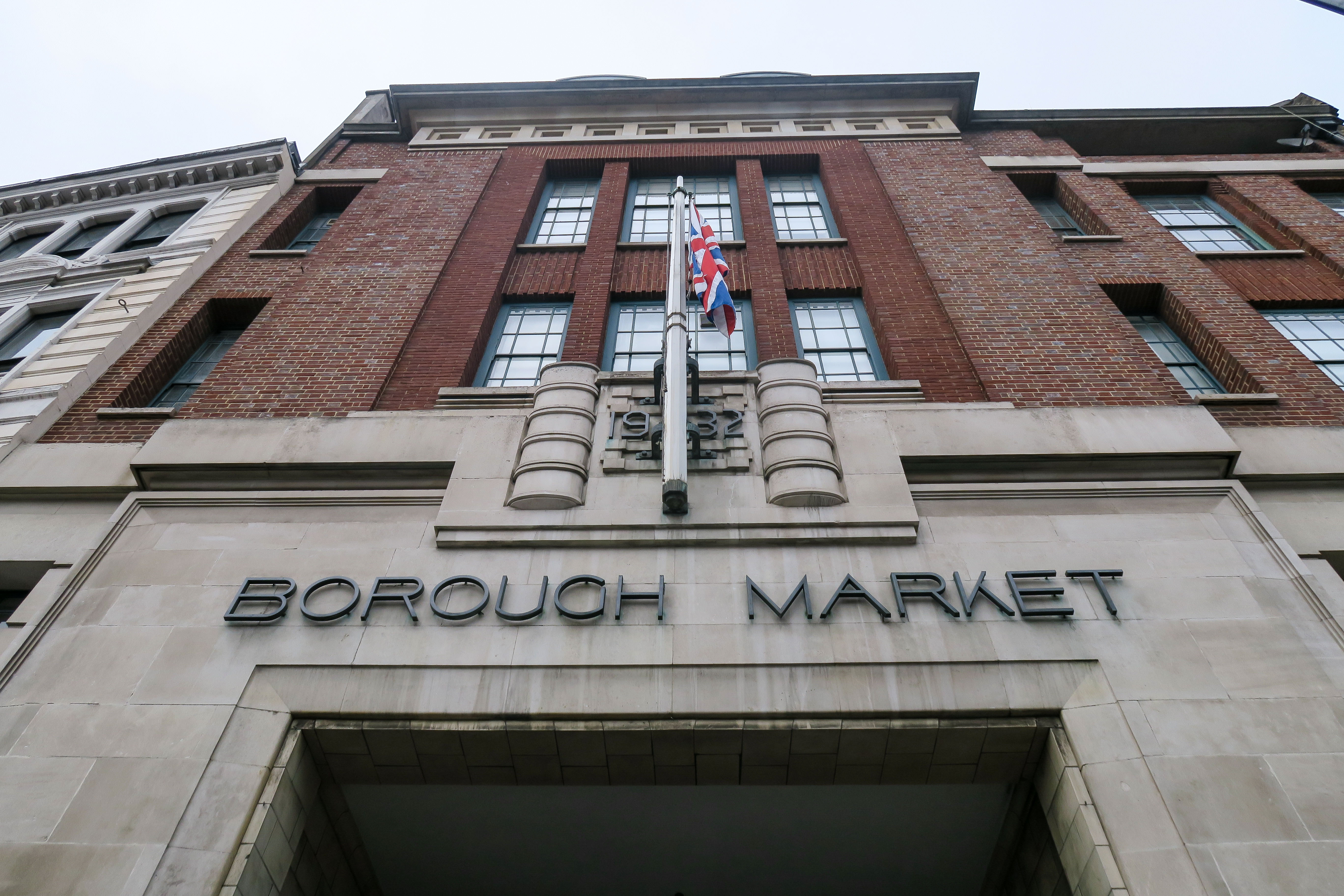 How to spend 1 hour in Borough Market, London. Travel diary & blog by Rosie Andre (food, foodie, market, stall, food porn, visit, tourist, uk, england, iconic, famous, londoner, local, landmark, shop, shopping, guide, to do, where to see, photo, photography, photograph, blogger)