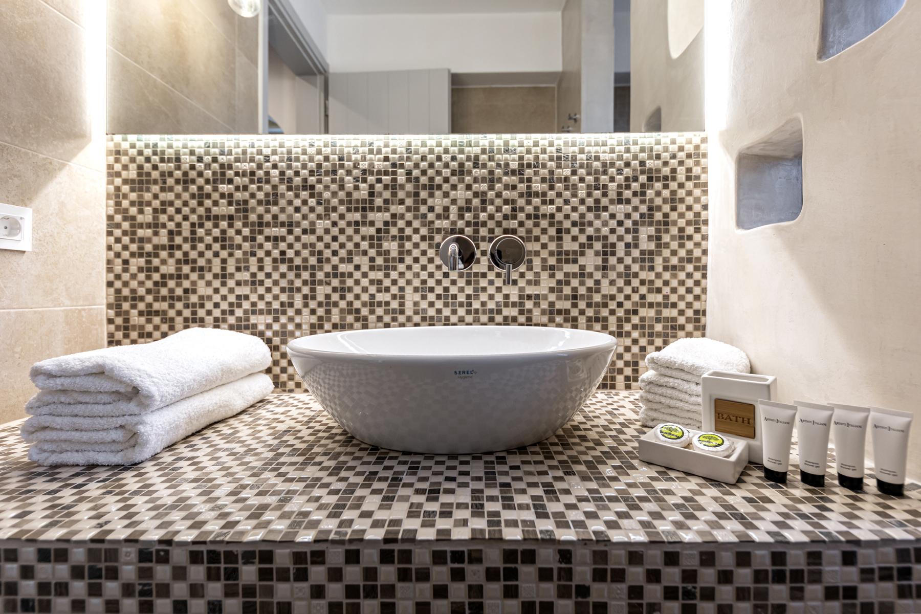 Alafropetra Luxury Suites - Suite 1 - Master bathroom