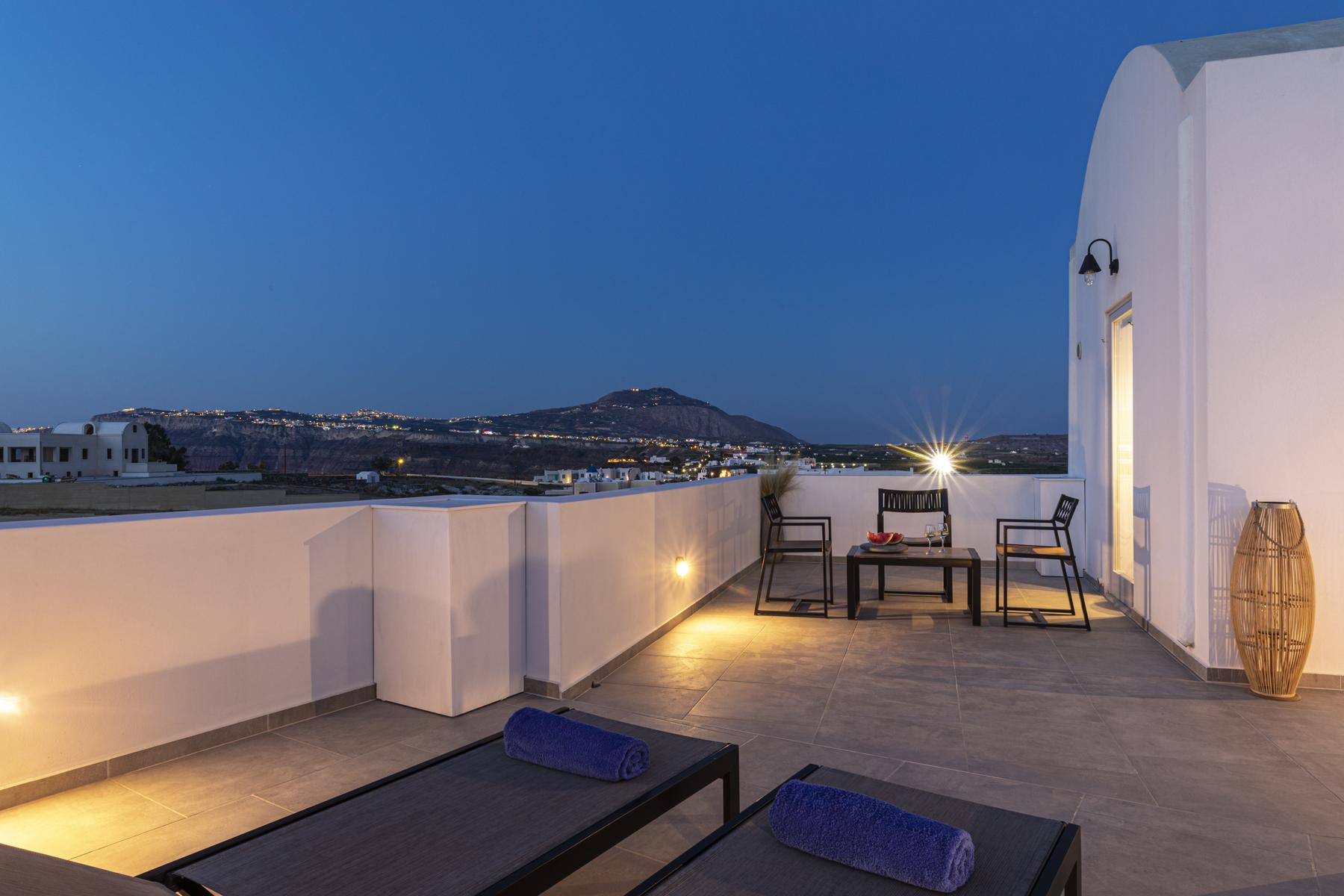 Alafropetra Luxury Suites - Suite 4 - Caldera view - Balcony