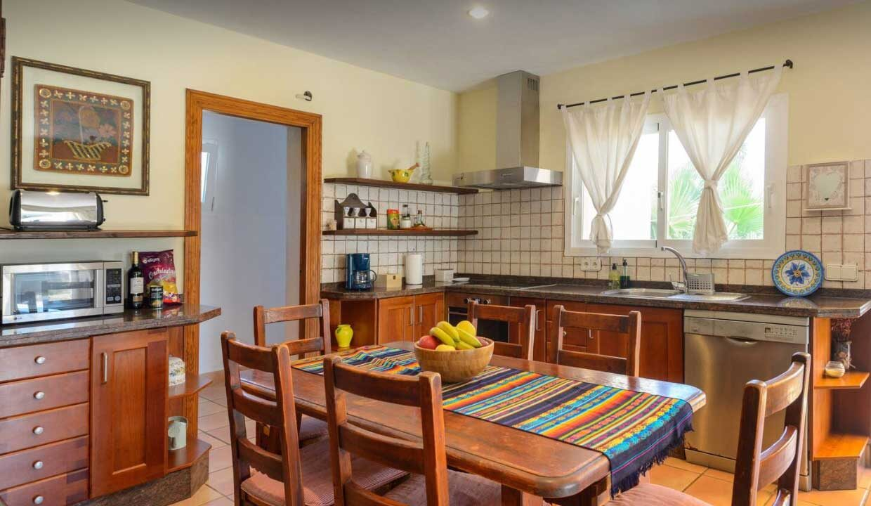 holiday homes to rent. Kitchen_