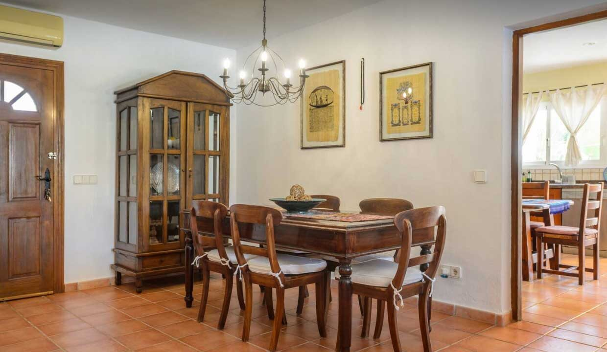 holiday homes to rent. living room_