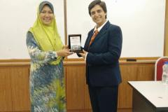 Dr-Agrawal-with-the-Director-of-Center-for-Advanced-Robotics-in-Malaysia