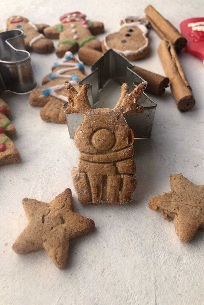 plain reindeer gingerbread cookie