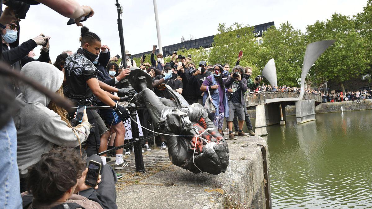 Jen Reid statue replaces Edward Colson in daring dawn Bristol BLM action